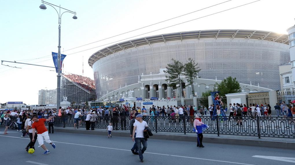 Центральный стадион разбудил горожан в 3 часа ночи песнями про десантников. Видео