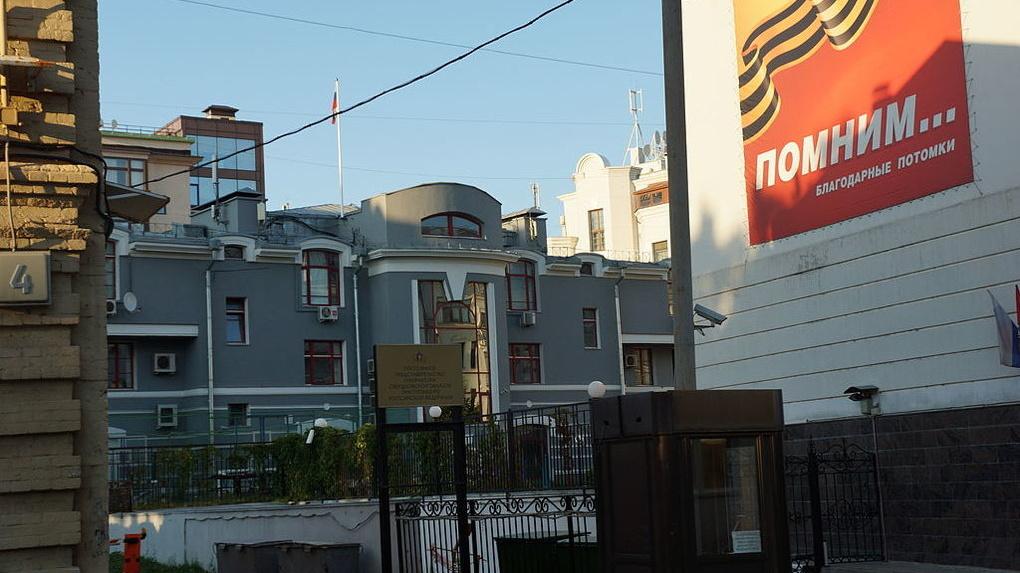 Область сама у себя арендует особняк за 52 млн. Но подчиненные губернатора считают это законной схемой