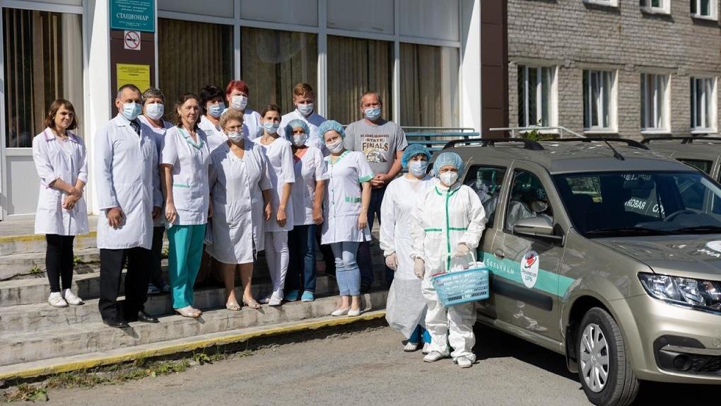 «Было 15 вызовов в день, стало 150»: Фонд святой Екатерины передал машины для медиков области