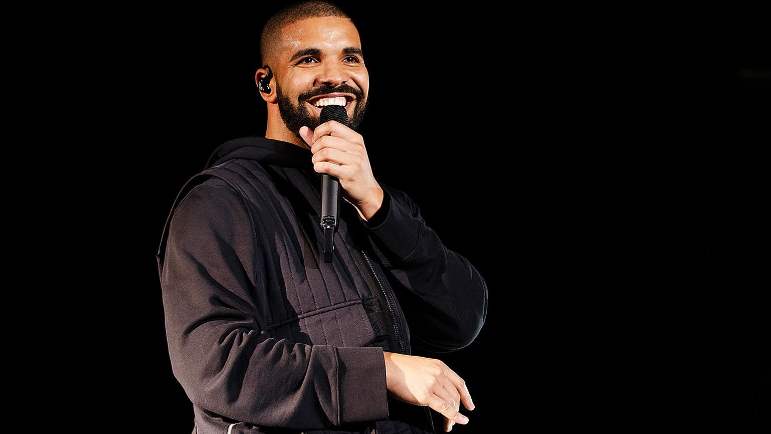 Прокуроры отбелили рэпера Дрейка ради борьбы с наркотиками. Фото очень странного плаката