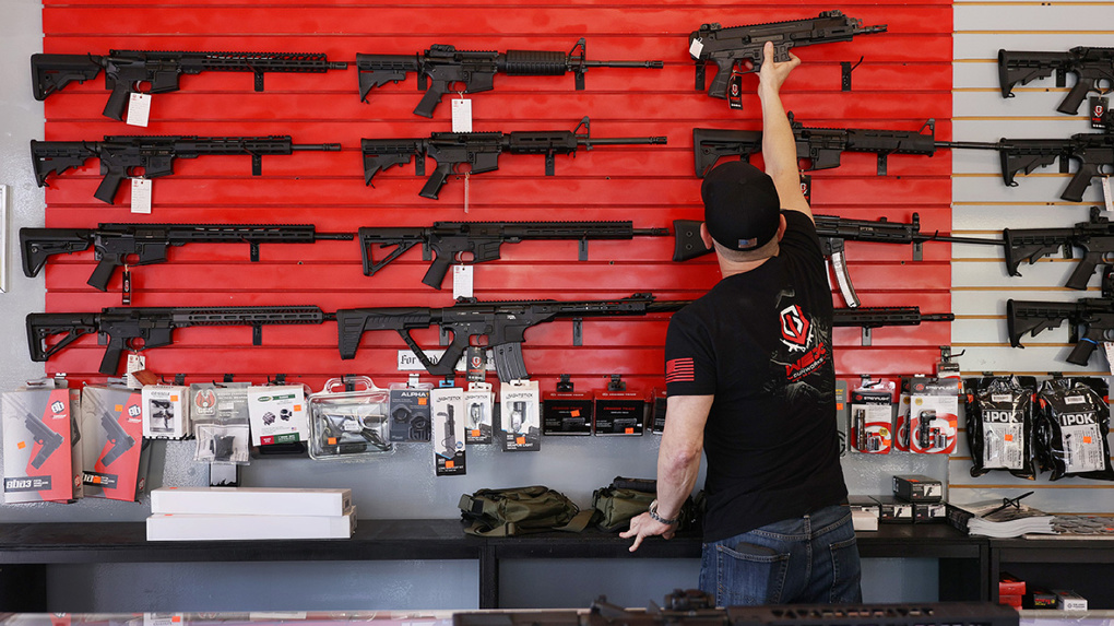 После стрельбы в Казани глава Росгвардии предложил ужесточить правила владения оружием. Четыре пункта