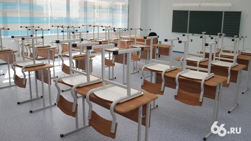 Российские регионы переводят классы на дистант. Свердловская область — в лидерах