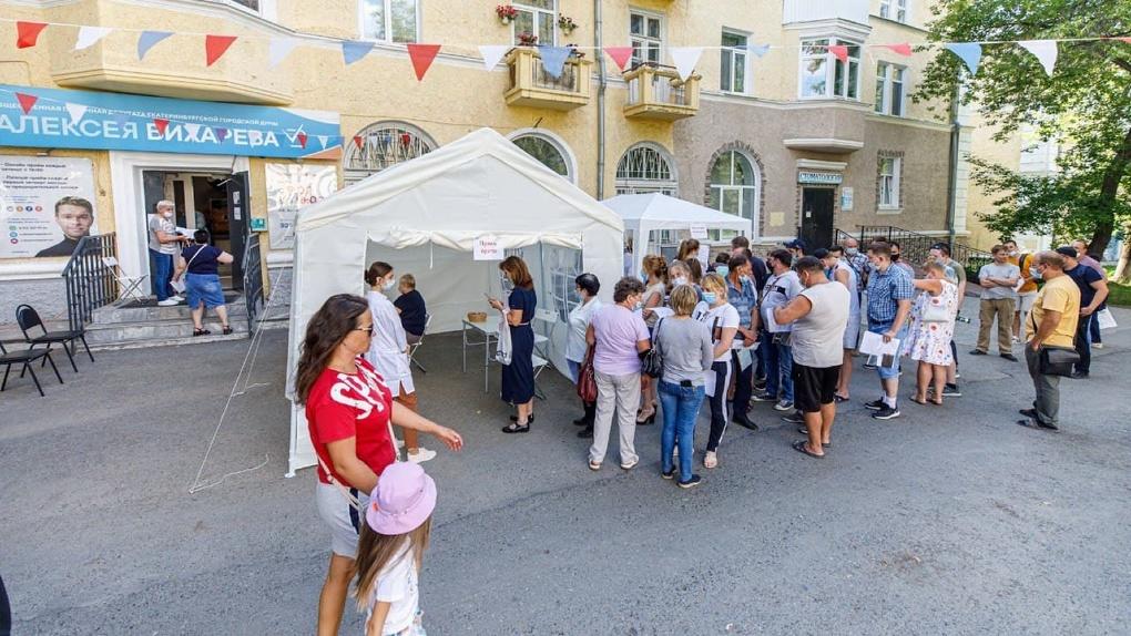 Во дворах Екатеринбурга привили от коронавируса более семи тысяч человек