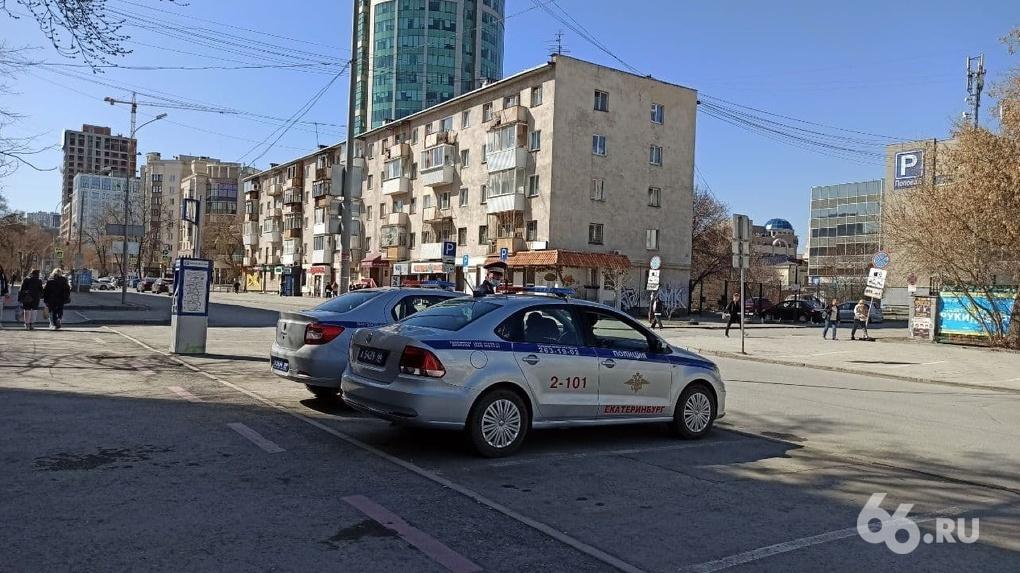Центр Екатеринбурга обещали закрыть в 18:00. Но ввели ограничения на шесть часов раньше