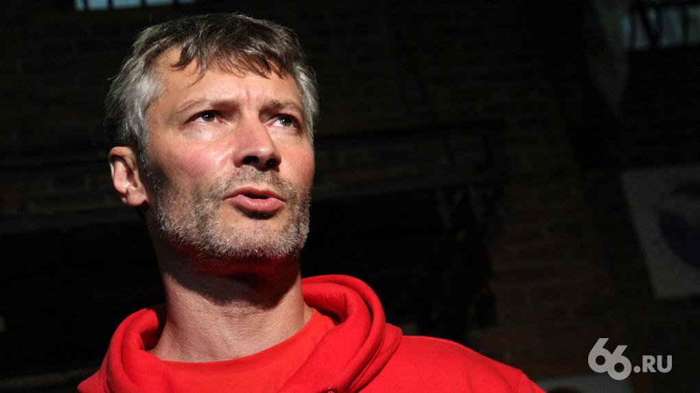 Полицейские встретили Евгения Ройзмана в Кольцово. Скоро будет суд