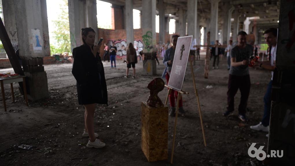 На заброшенной стройке устроили фестиваль с перфомансами, классической музыкой и едой. Фоторепортаж