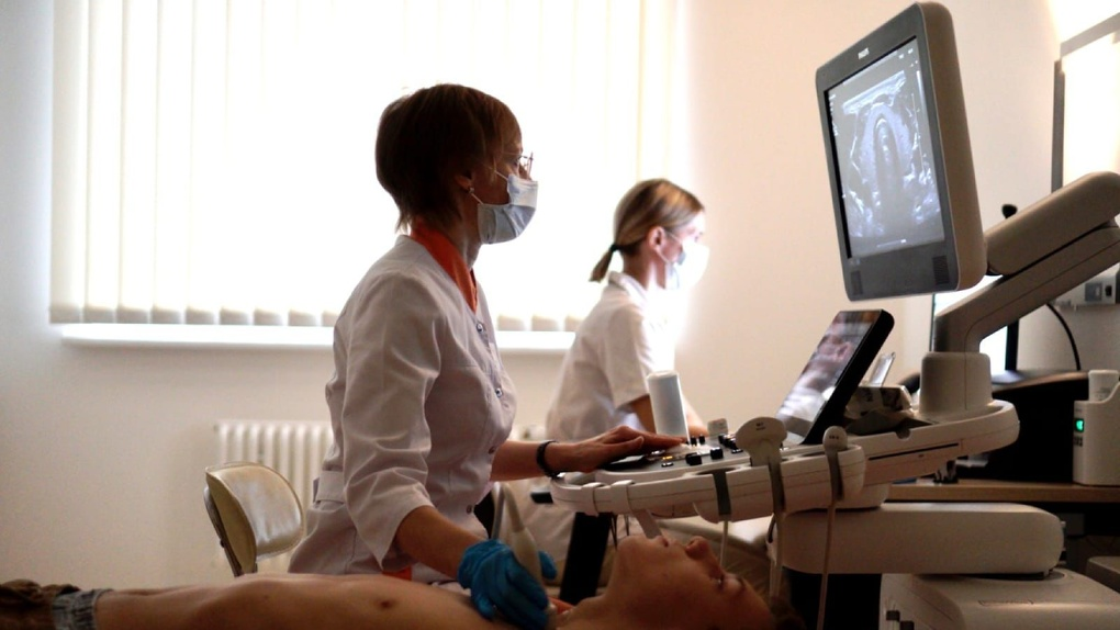 Дети членов экипажа атомного подводного крейсера «Верхотурье» проходят медицинский осмотр в Екатеринбурге
