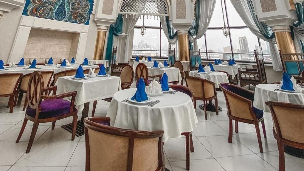 В центре Екатеринбурга закрыли ресторан азербайджанской кухни Sufra и тут же открыли его в другом месте