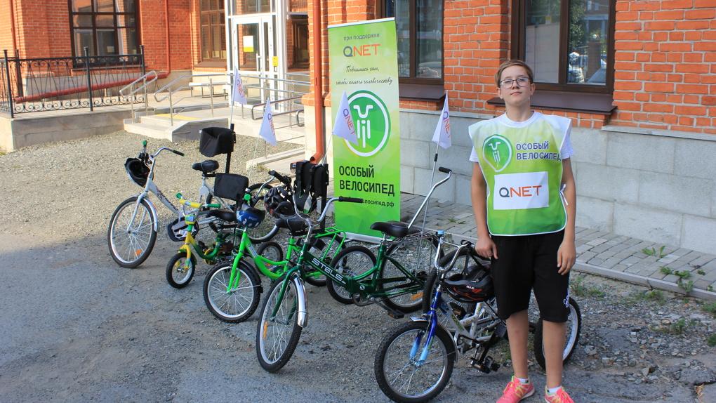 Игры, душевные разговоры, катание на велосипеде. В Екатеринбурге прошла встреча семей с особыми детьми