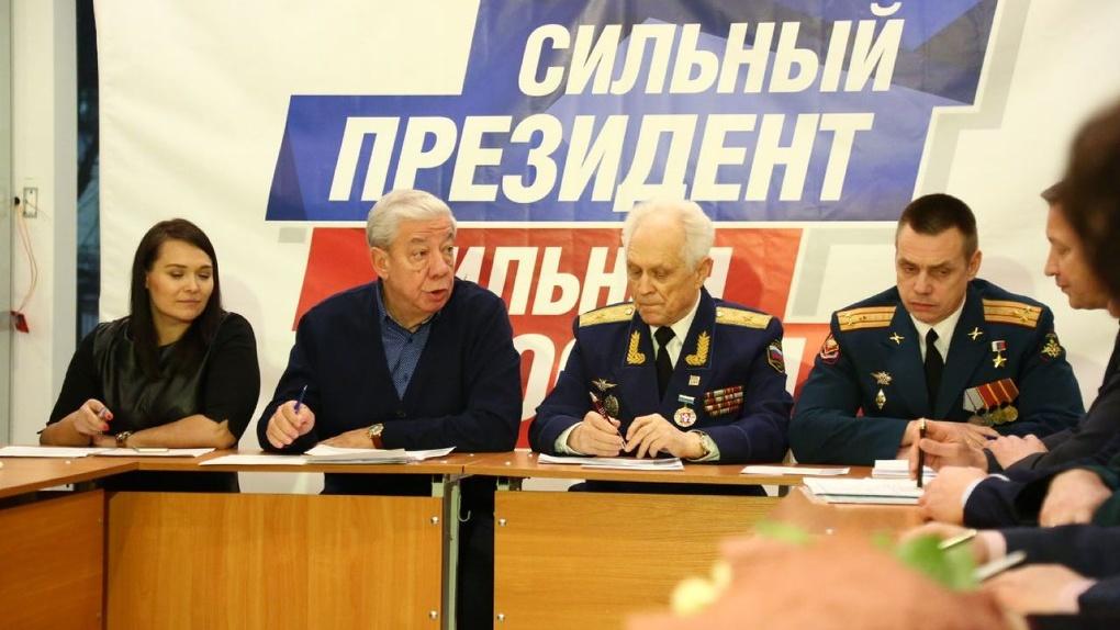 Людям Путина раздали обязанности: казаки — охраняют, Евгений Енин — агитирует, а волонтеры — дежурят