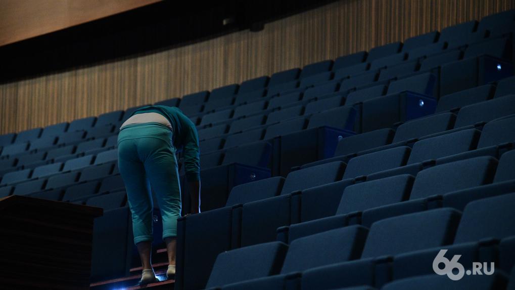 «Нас доведут до голодовки»: кинотеатры увольняют сотрудников и сворачивают проекты из-за запрета работать