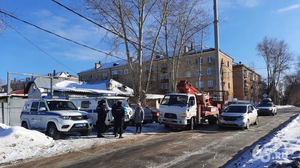 Полицейские разогнали борцов с магнитным полем, которые неделю осаждали вышку сотовой связи на Уралмаше