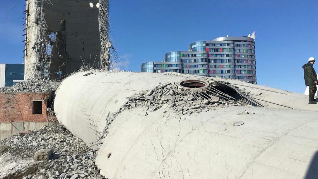 В Екатеринбурге уничтожили телебашню. Взрывное видео с шести лучших ракурсов