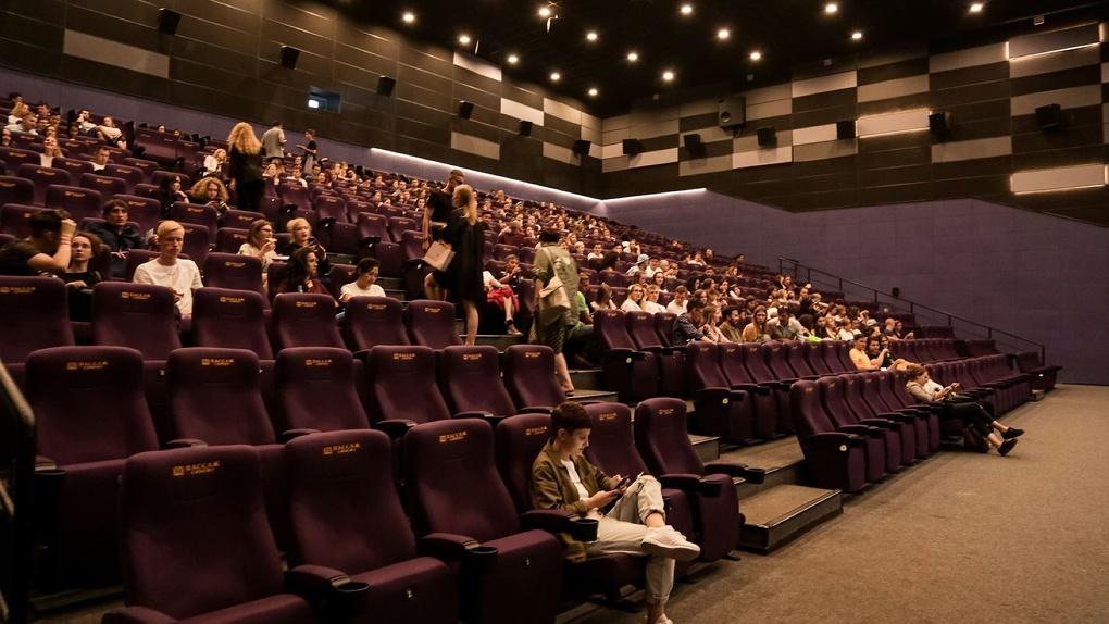 БЮРО100 29 августа представит проект «Кино вслепую» в Пассаж Синема