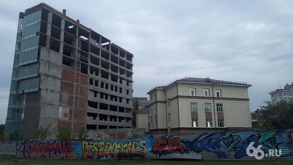 Летом УГМК начнет строить многофункциональный комплекс на месте недостроя на Октябрьской площади