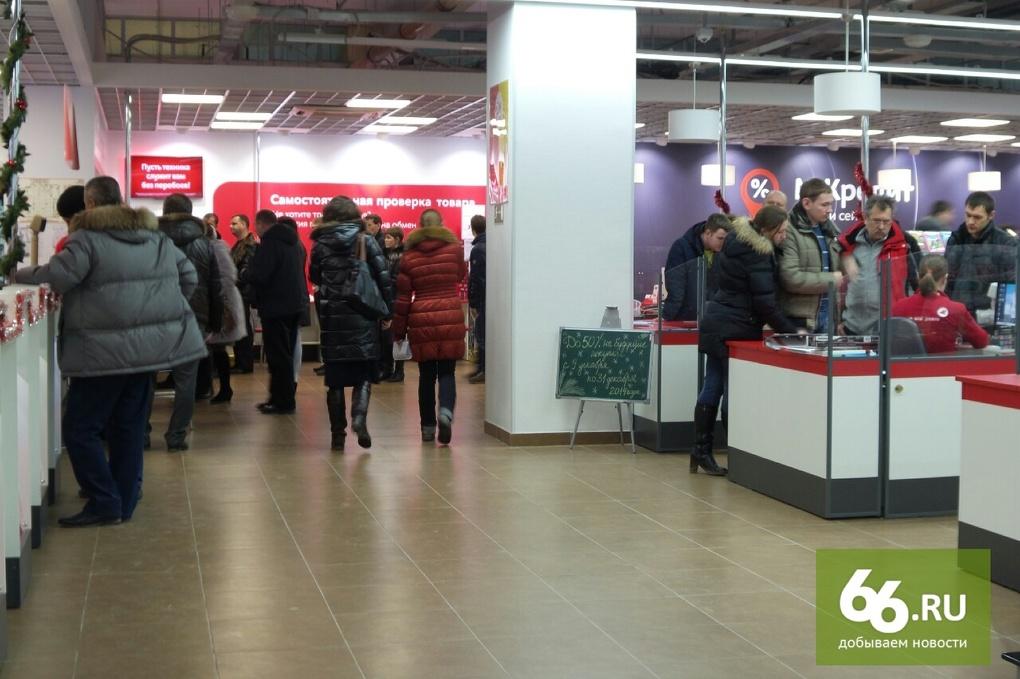 «Прайс меняем каждые три часа». Магазины Екатеринбурга в спешке взвинчивают цены