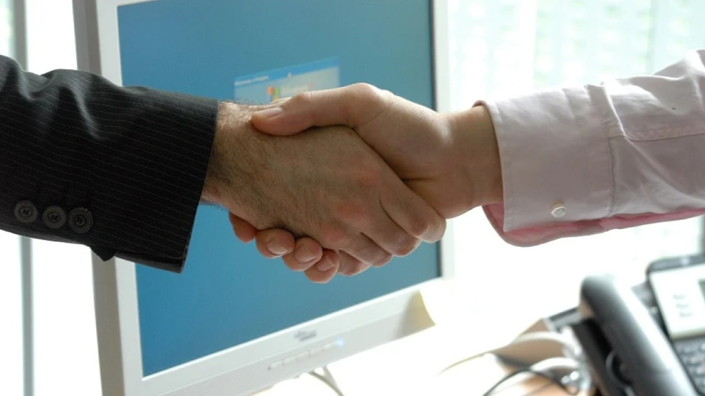 «АльфаСтрахование» дарит скидку 10% на полисы ВЗР и AlfaSYNOPSIS в День доброты