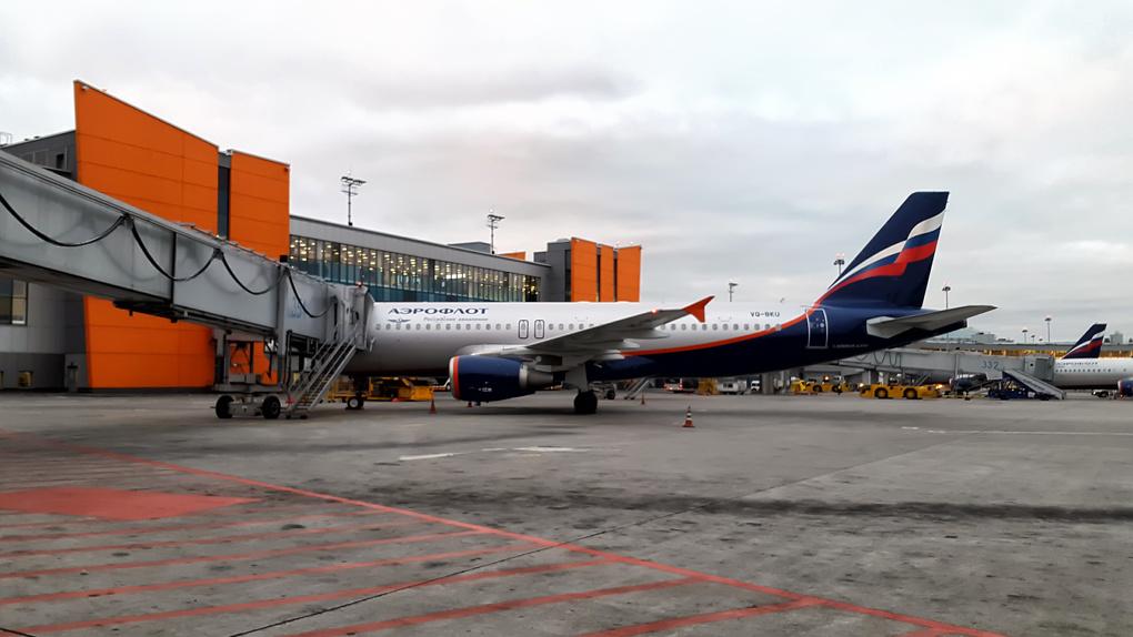 Потрать миллион на бесплатный билет до Москвы. Что не так с программами лояльности авиакомпаний и банков