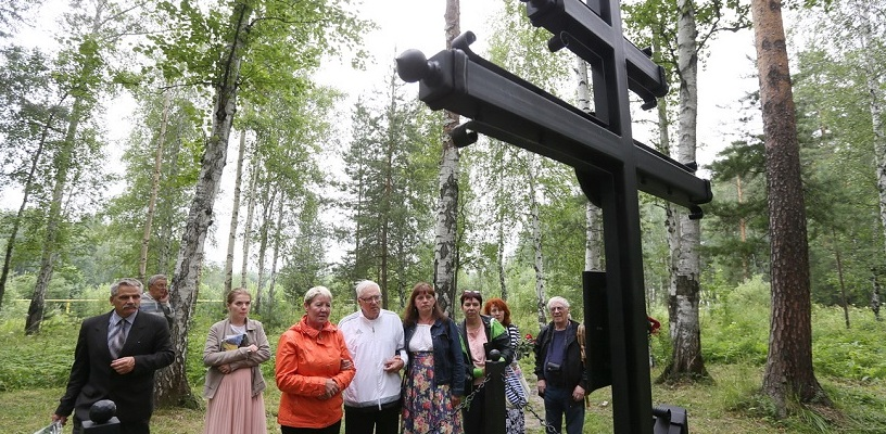 Вопреки официальной позиции церкви. Горстка людей пришла помянуть царскую семью в Поросенков лог