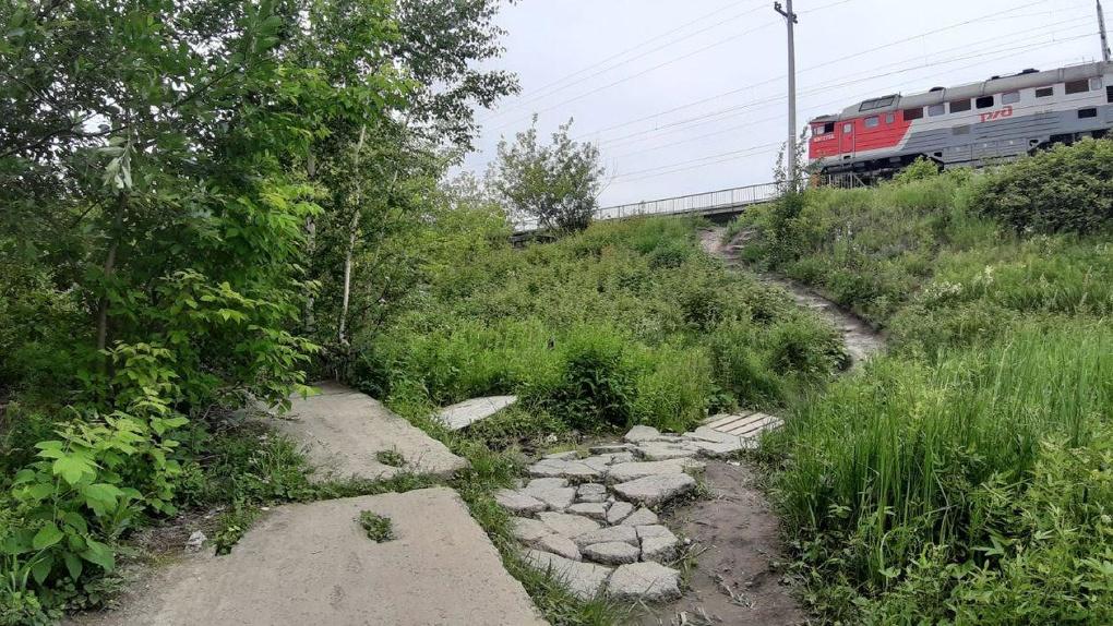 Грабители напали на девушку-фотографа возле железнодорожного моста в районе Уктуса