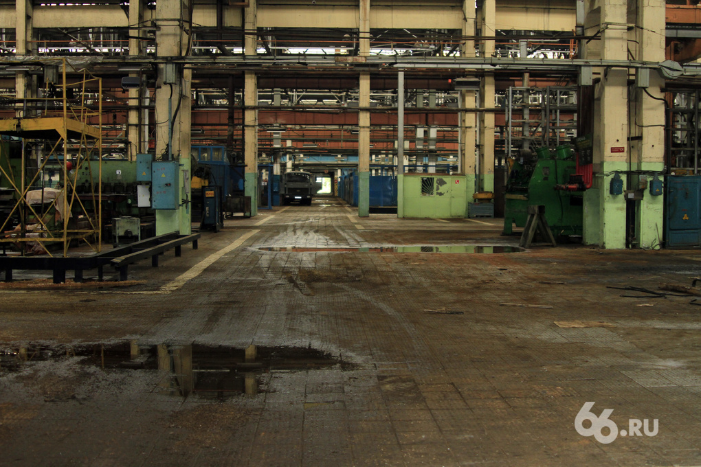 «Еще не кризис, но очень похоже»: уральские заводы сокращают рабочих и зарплаты