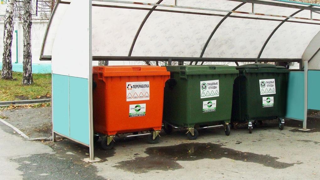 В Екатеринбурге вводят раздельный сбор отходов: с 1 июля мусор надо будет раскладывать в два контейнера