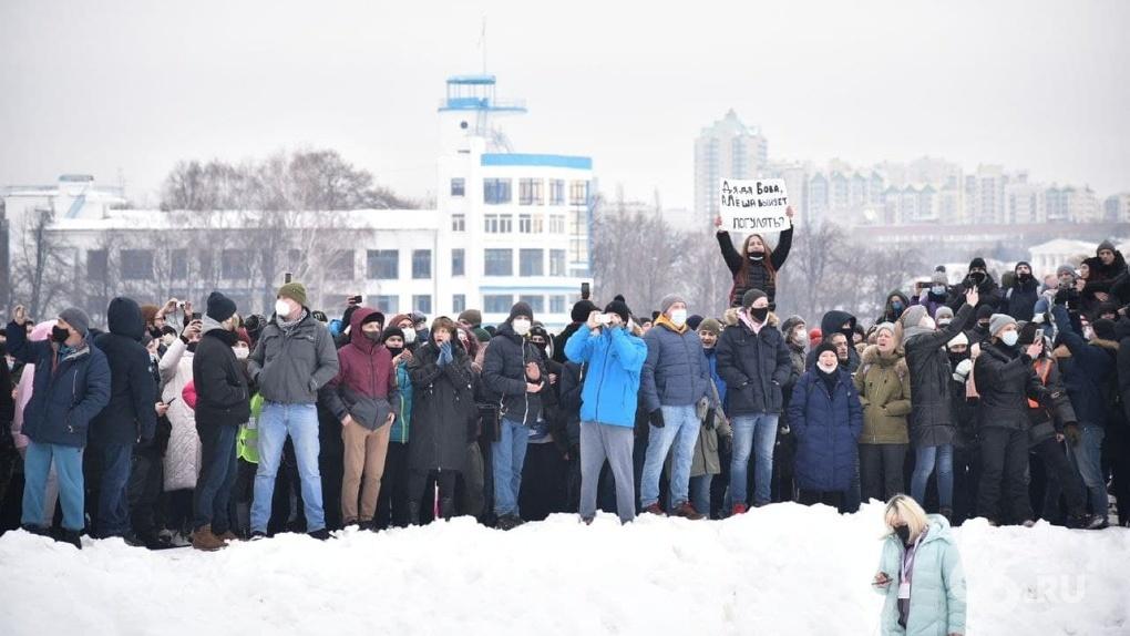 Омбудсмен заявила, что протесты приведут к росту числа больных. В группе риска — семьи митингующих