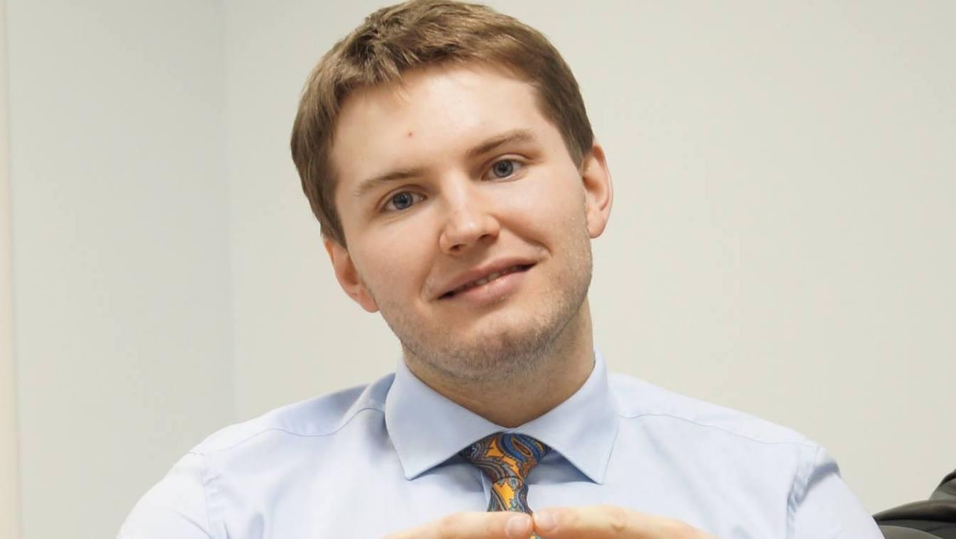 В Екатеринбурге по подозрению в крупной взятке задержали автора Telegram-каналов Александра Устинова