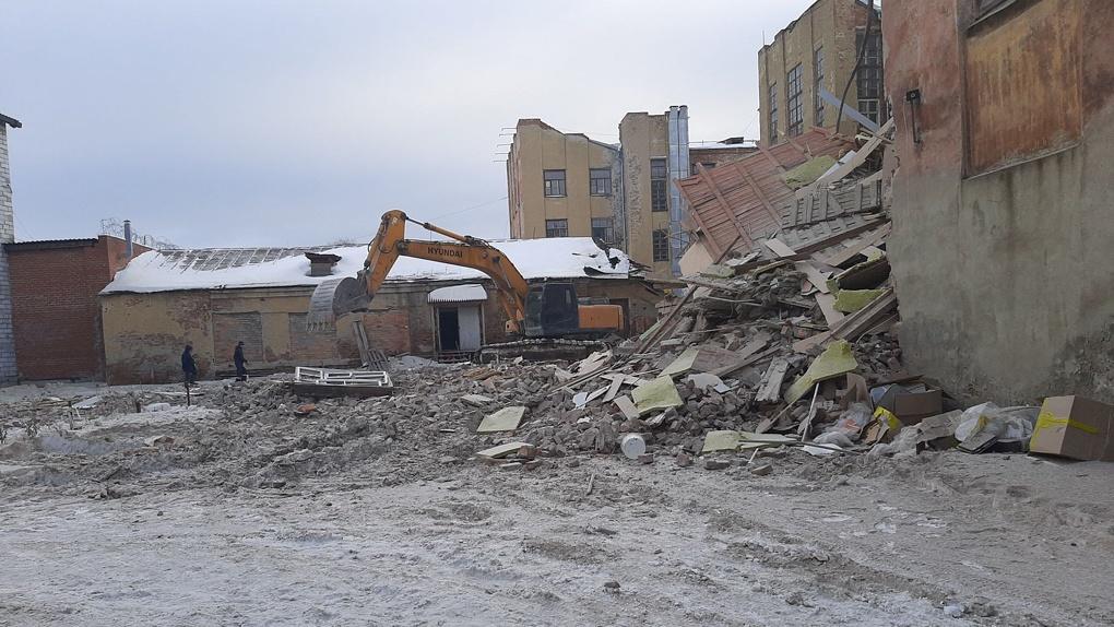На месте снесенного здания бывшего профтехкомбината на ВИЗе построят жилой квартал