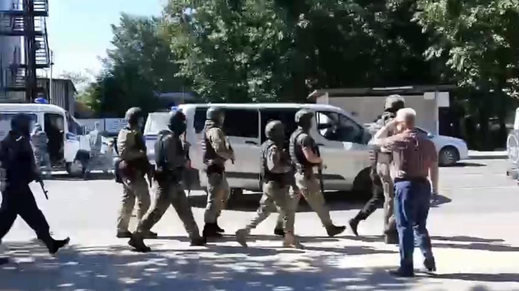 В Тюмени неизвестный захватил заложников в отделении Сбербанка
