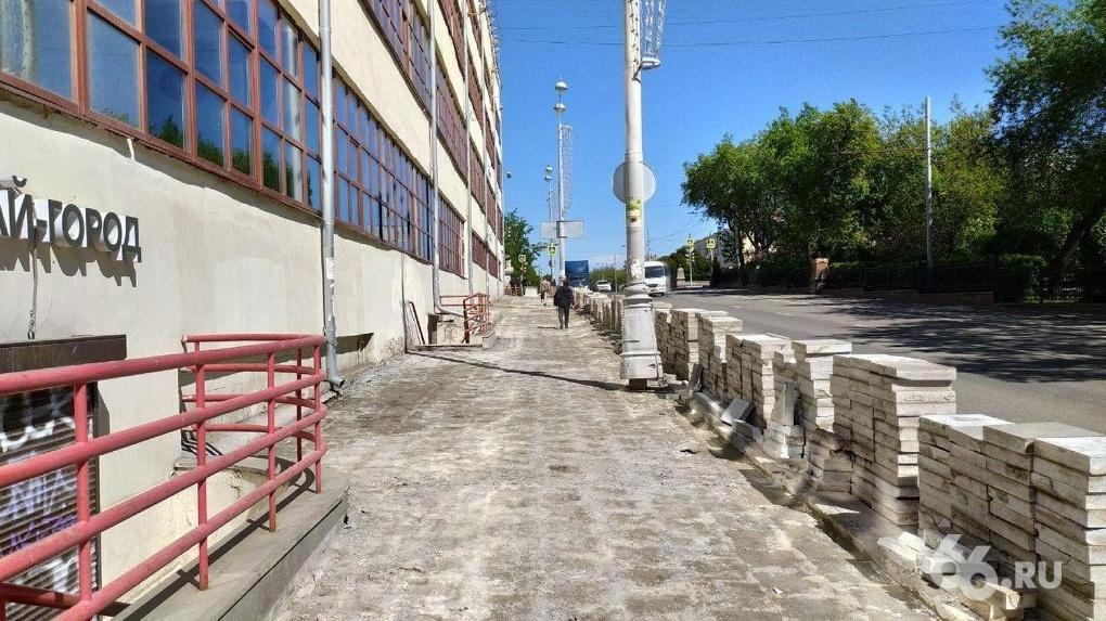 Подрядчик три года будет перекладывать гранитную плитку в центре Екатеринбурга