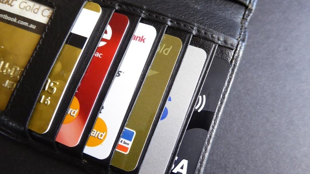 Банк УРАЛСИБ продлил действие карт для пенсий и социальных выплат до 1 июля 2021 года