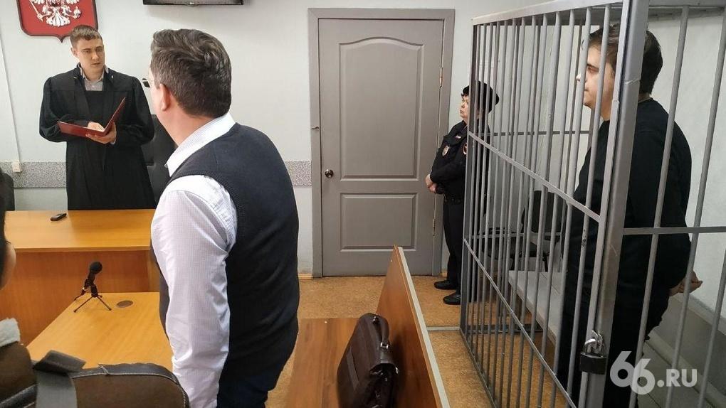Адвокат Литреева показал рапорт, где написано, кто сообщил полиции о наркотиках. К документу есть вопросы