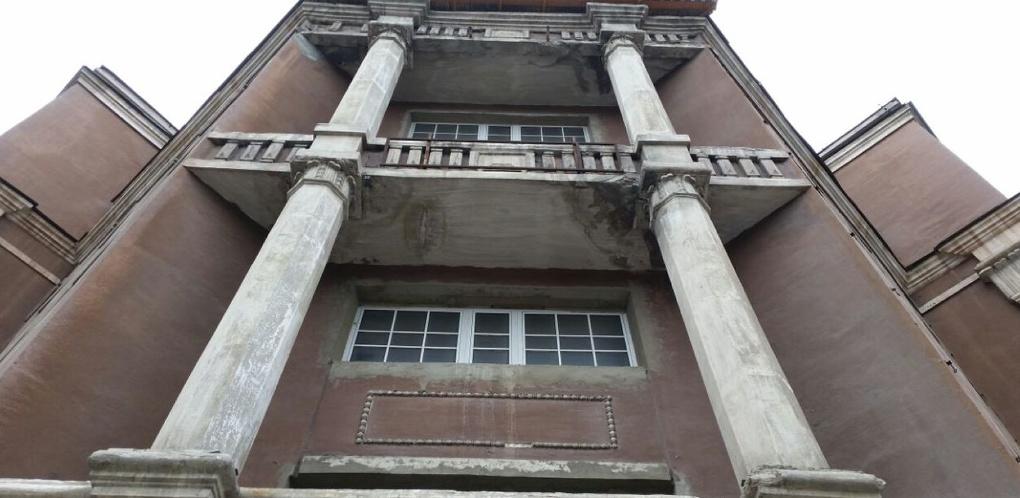 Заброшенная жемчужина Уралмаша: бизнес и власть не смогли договориться о судьбе гостиницы «Мадрид»