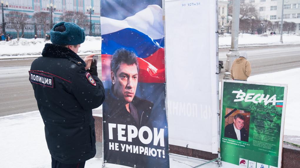 Шесть лет назад убили Бориса Немцова. С тех пор его именем называют улицы и скверы, но только не в России