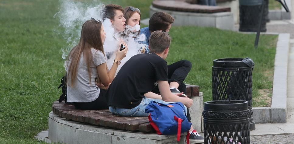 Свердловские депутаты подготовили законопроект об ограничении продажи электронных сигарет
