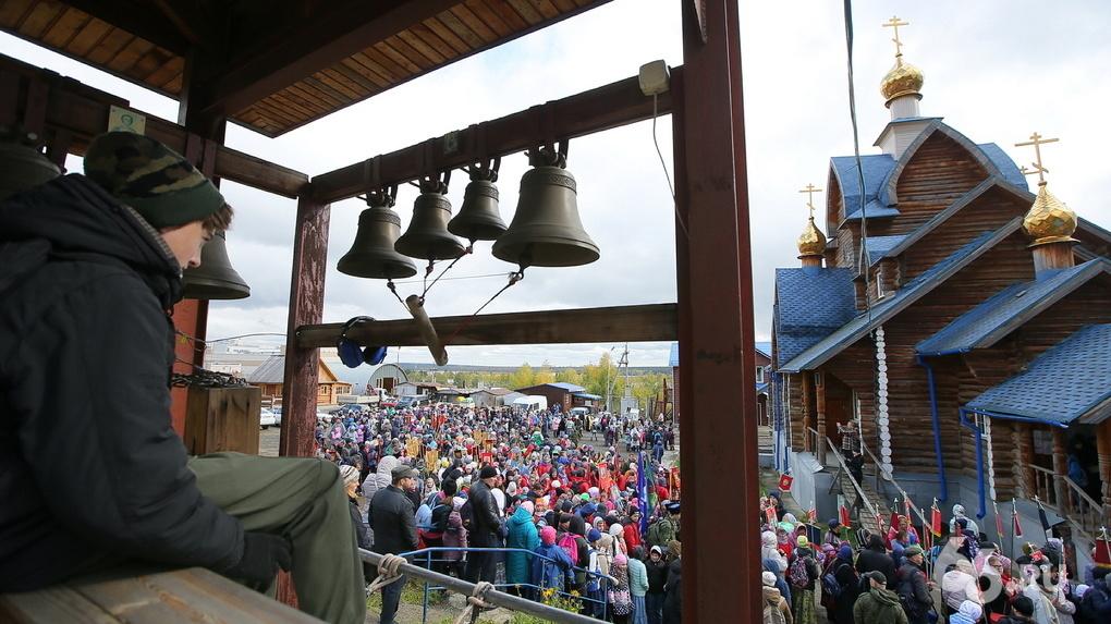 Сотня верующих идет пешком из Сибири в Екатеринбург в память о семье Николая II
