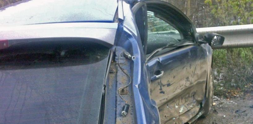 На мосту у «Калины» Ford вылетел на встречку и боком врезался в Opel