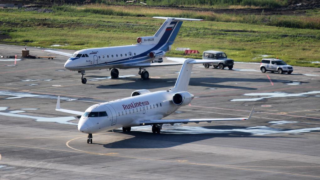 Авиакомпаниям разрешили составлять черные списки агрессивных пассажиров. Чем это грозит