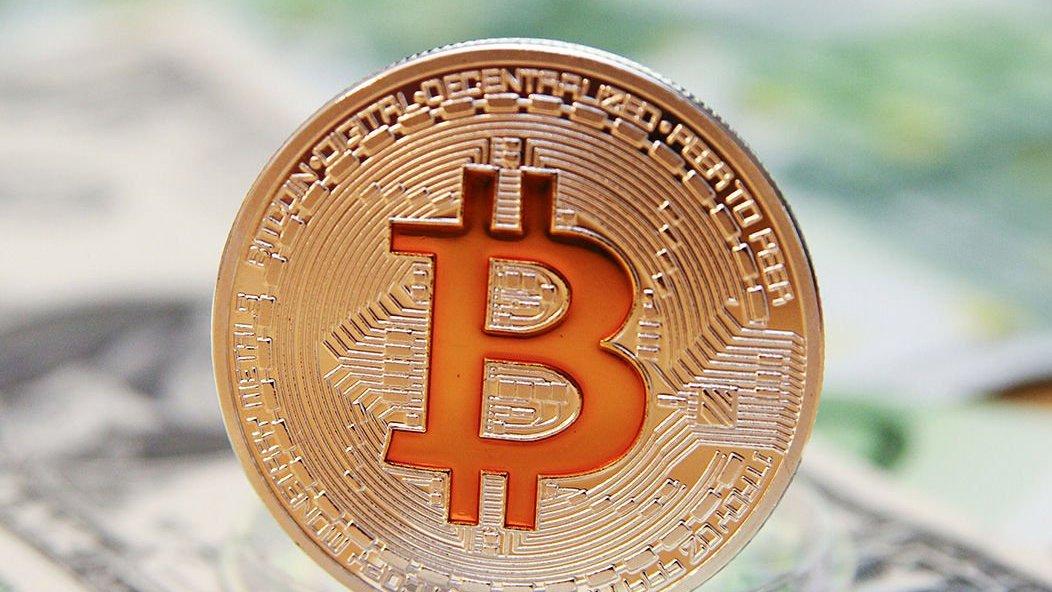 Биткоин, живи. Курс криптовалюты начал снова расти после стремительного падения