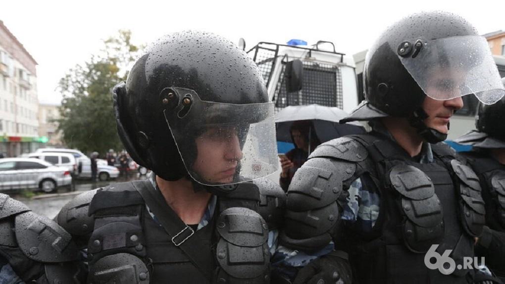 СК не стал возбуждать дело против бойцов Росгвардии за бездействие во время протестов в сквере на Драме