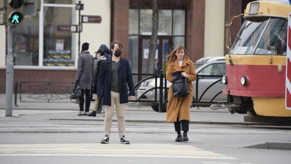 Коронавирусные ограничения в России отменят не раньше следующего года