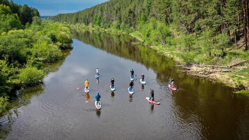 Уральские серферы сделали сапбординг самым хайповым видом отдыха на воде. И строят на этом бизнес