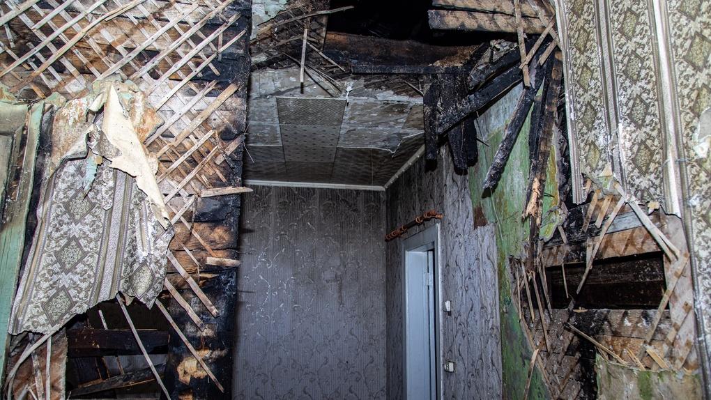Полиция возбудила уголовные дела по поджогам домов на Уралмаше и Эльмаше