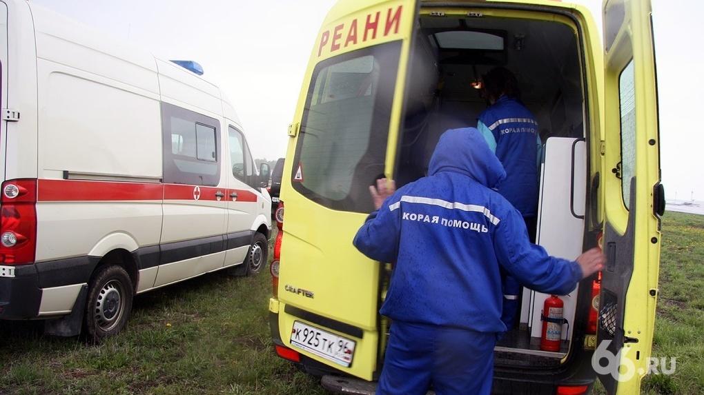 Городской депутат заявил, что работники скорой не обеспечены защитными костюмами. На это нужно 11 млн