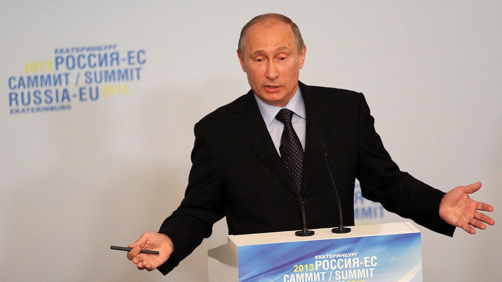 Владимир Путин запретил уклонистам работать на госслужбе в течение 10 лет