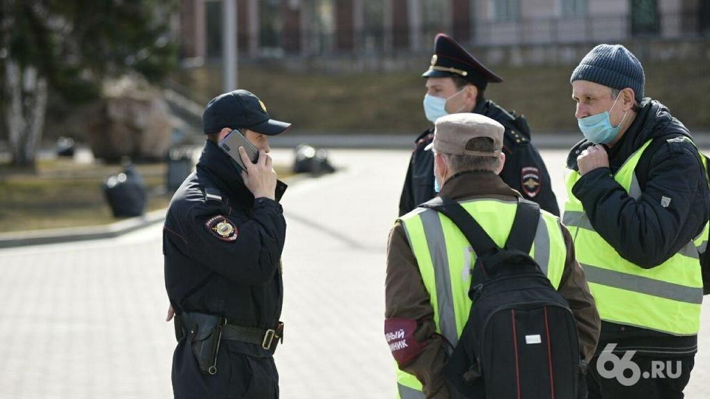 Усиленные полицейские патрули вышли на улицы. Как работает новый масочный режим губернатора Куйвашева