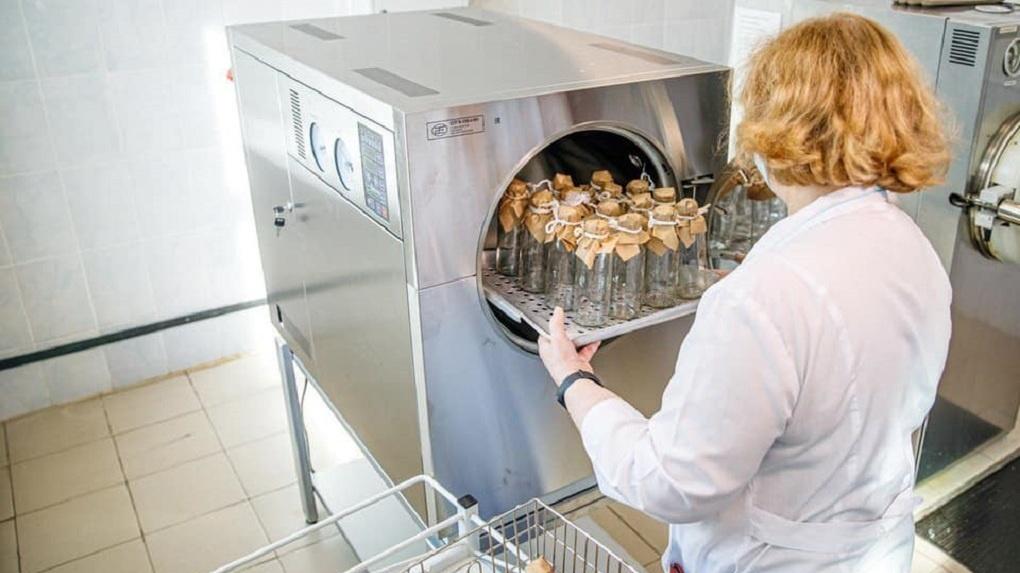 Депутат гордумы потратил миллион на оборудование для районной больницы