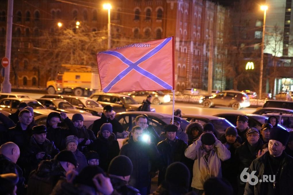 Построение, молитва и казачий обряд. Из Екатеринбурга на Донбасс отправили роту добровольцев