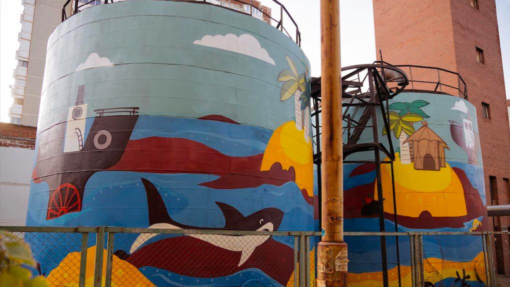 В Екатеринбурге восстановили граффити из 90-х. Фото до и после